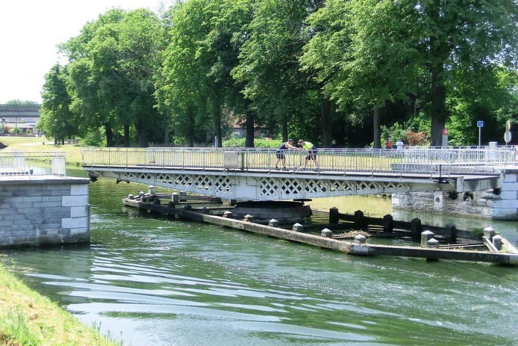 Pont-tournant de Strépy-Bracquegnies